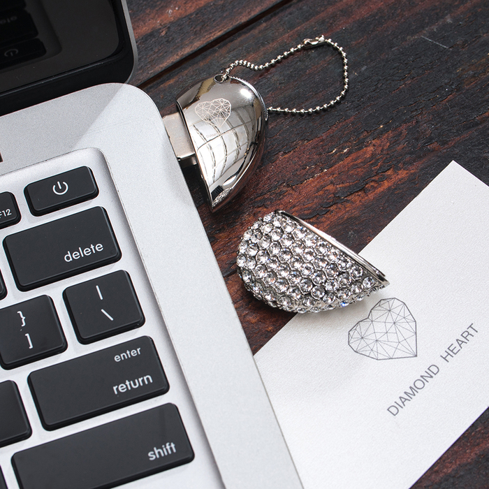 Diamond Heart | 施華洛世奇 愛心水鑽隨身碟 16G 銀色