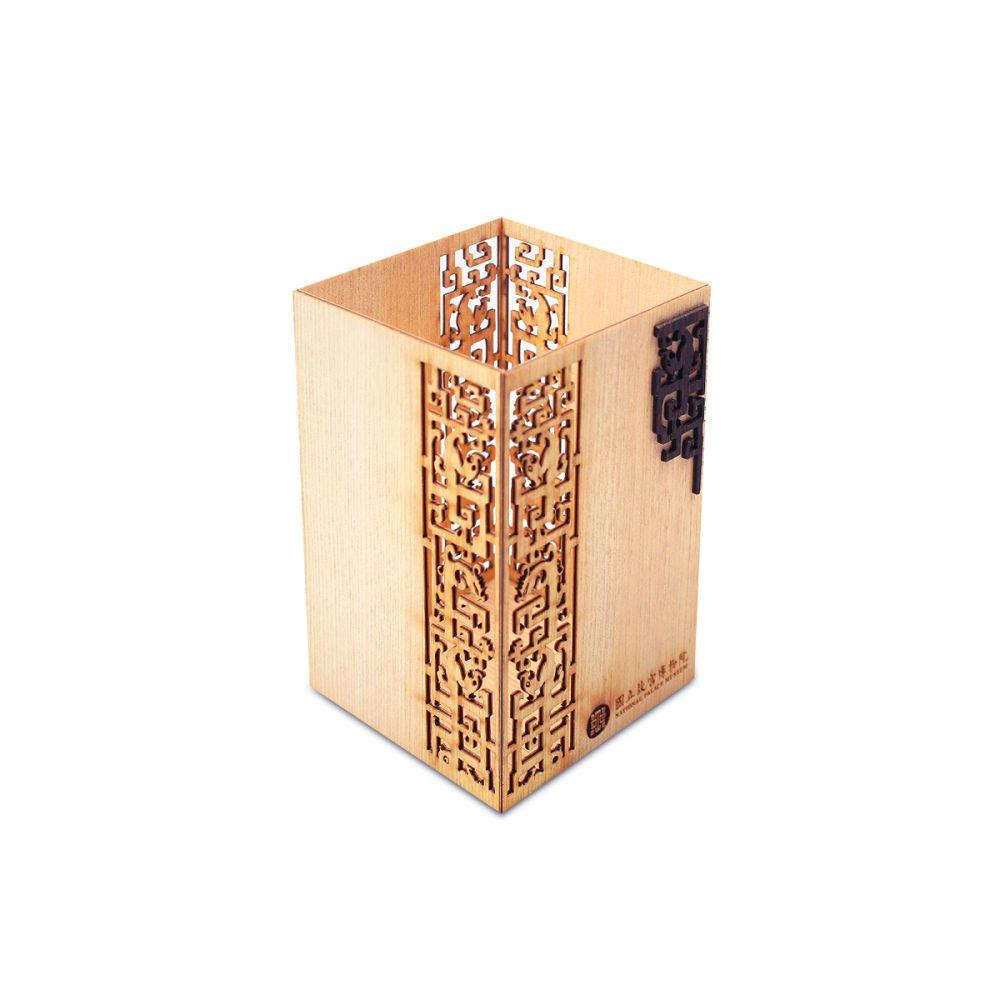 故宮精品|龍鳳紋木筆筒(越檜)
