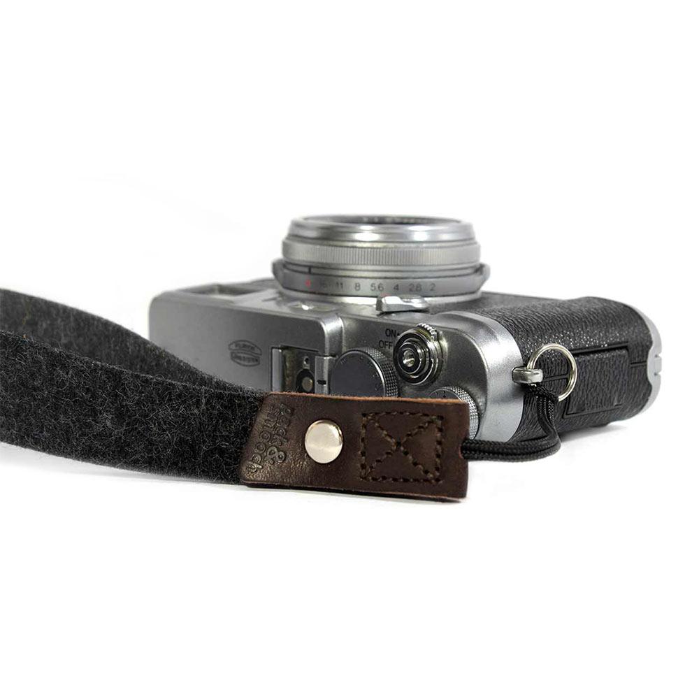 Pack & Smooch 相機手腕帶 (石灰/深棕)