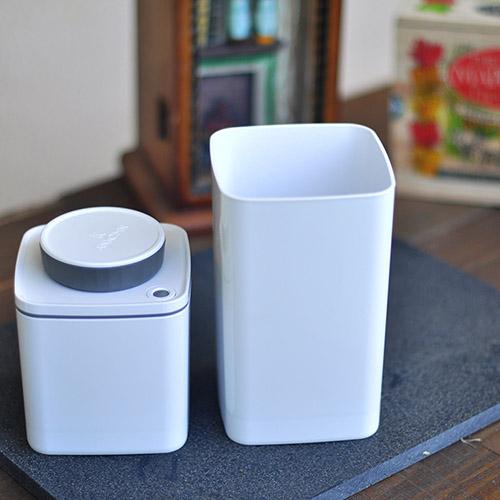 ANKOMN|Turn-N-Seal真空保鮮盒 1200+600ml 白色 (2入組)
