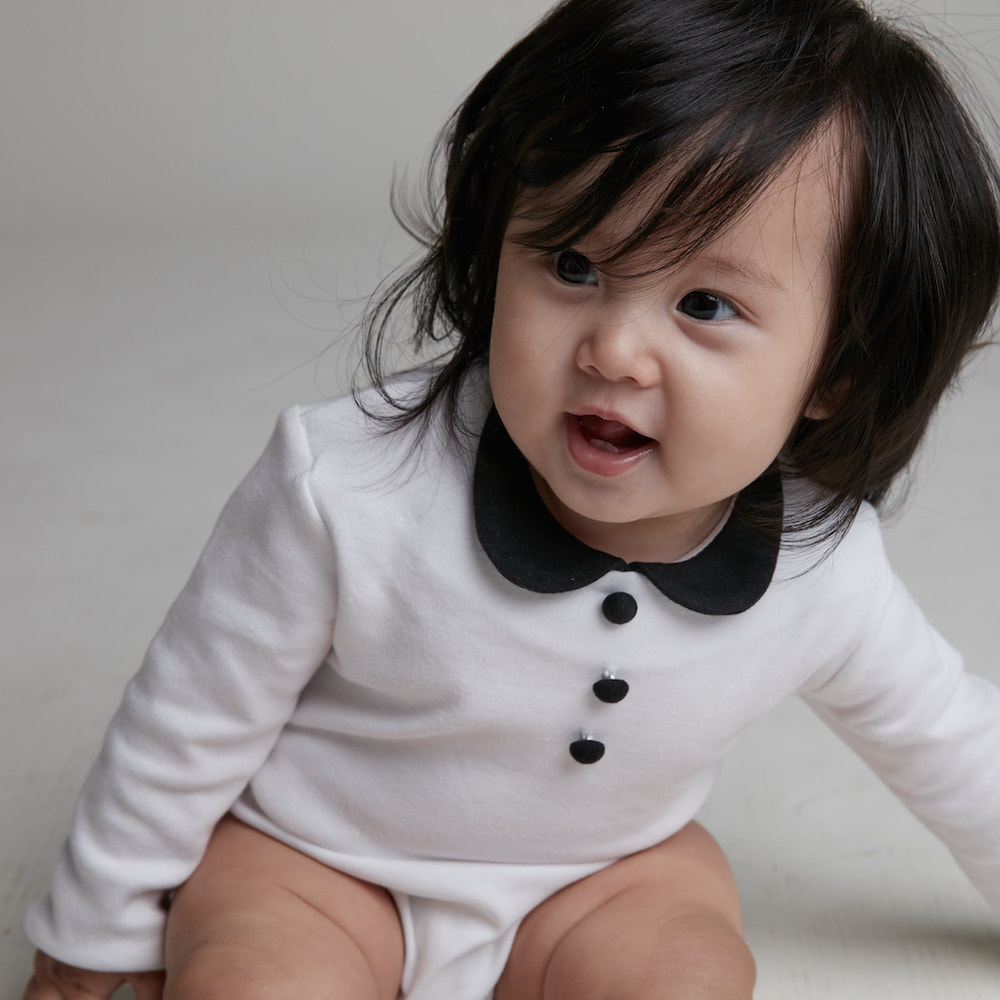 baby baby cool|優雅小圓領包屁衣(白底黑領)