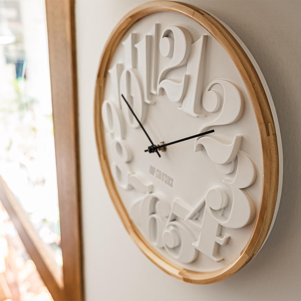 AMP|數字交錯質感木紋掛鐘