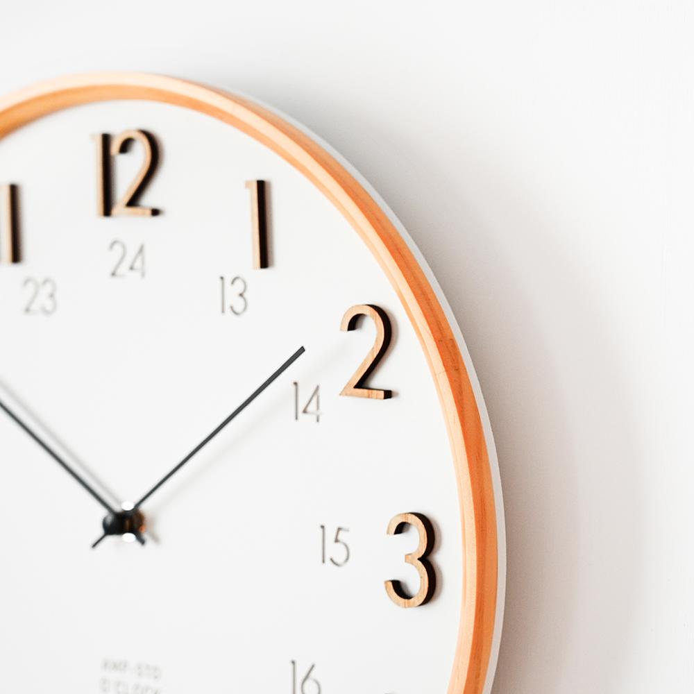 AMP 雙時制簡約典雅木紋掛鐘