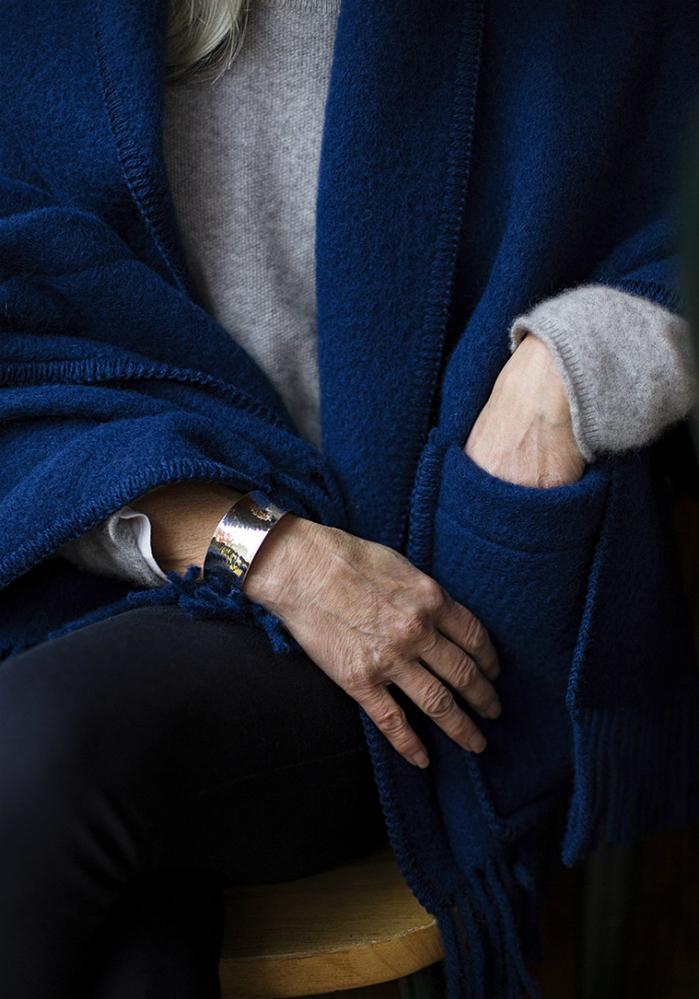 (複製)Lapuan Kankurit|MARIA羊毛口袋披肩 (深灰條紋)