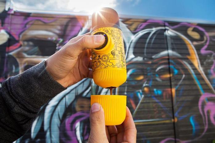 WACACO|Nanopresso 塗鴉板(黃色) 隨身咖啡機+硬殼保護套