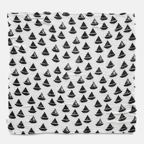 Fine Little Day|有機棉紗布包巾(帆船 – 黑白) – BOAT BOAT MUSLIN BLANKET