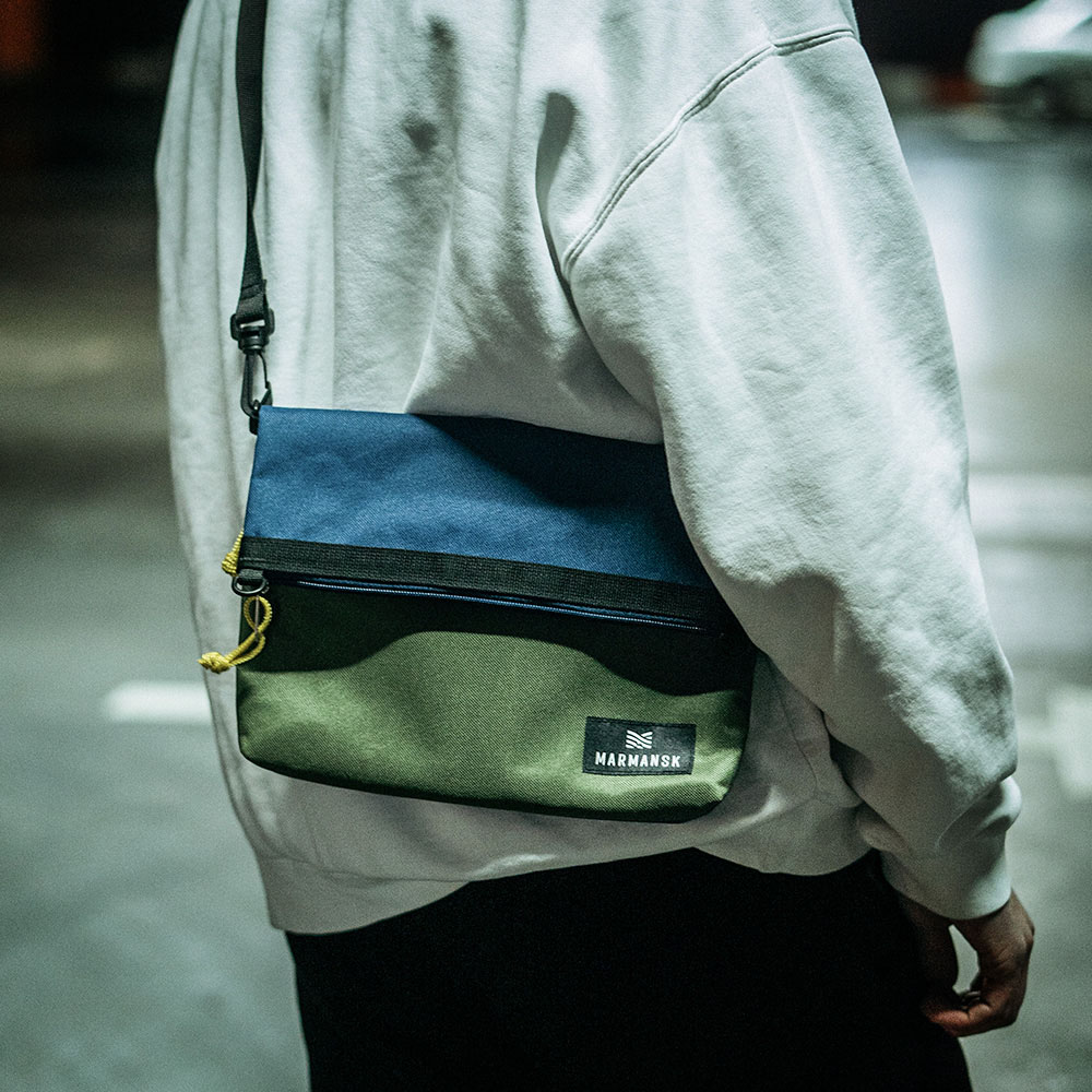 Marmansk|LOVOZERO 超薄輕便摺疊隨身側背包 (Blue & Green)