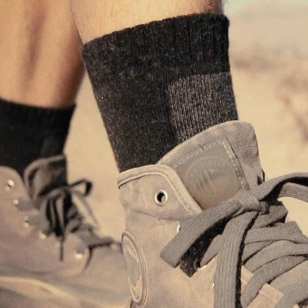 titan太肯|登山健行羊毛中筒襪-黑灰(2入)