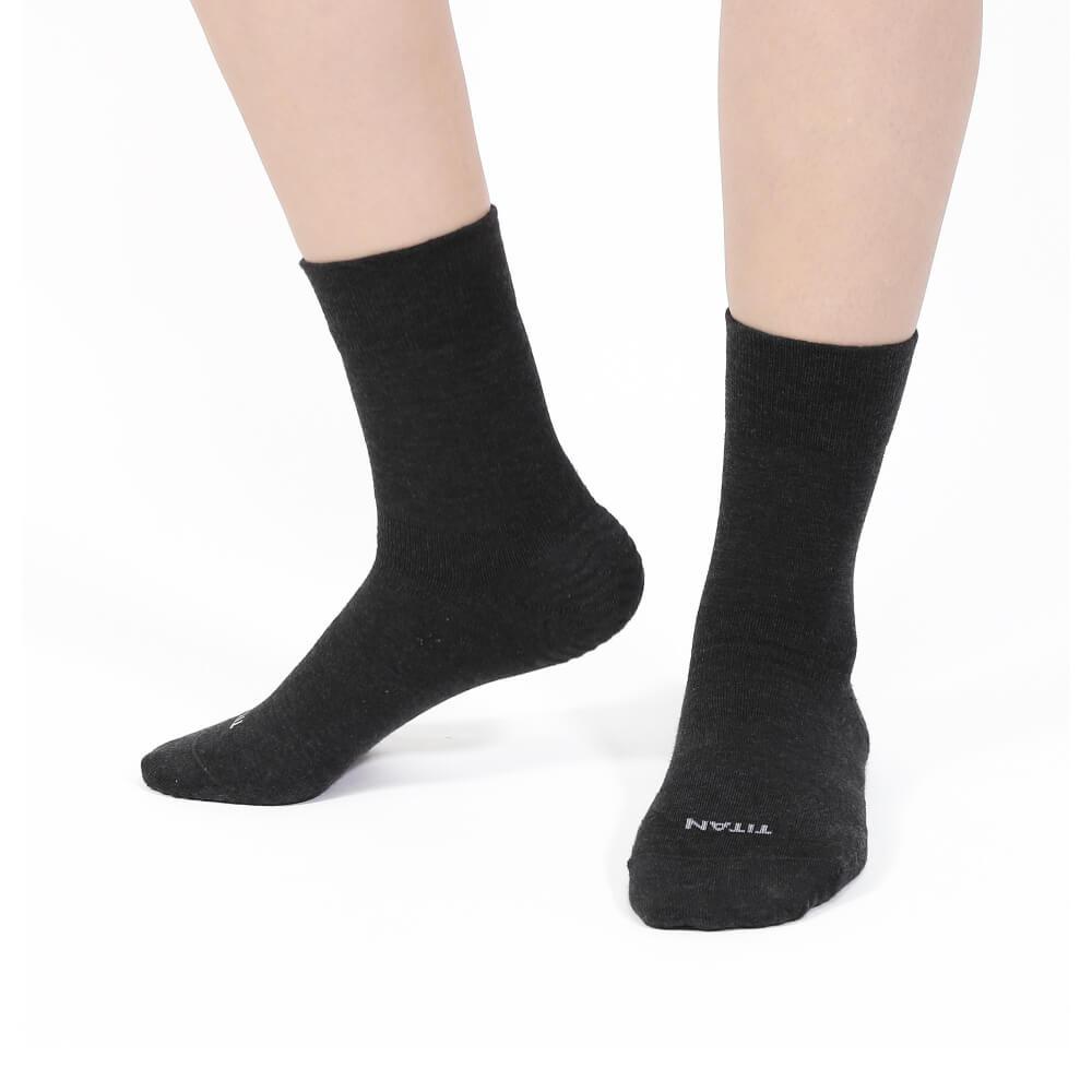 titan太肯|輕薄抗菌除臭中筒襪-黑(3入)