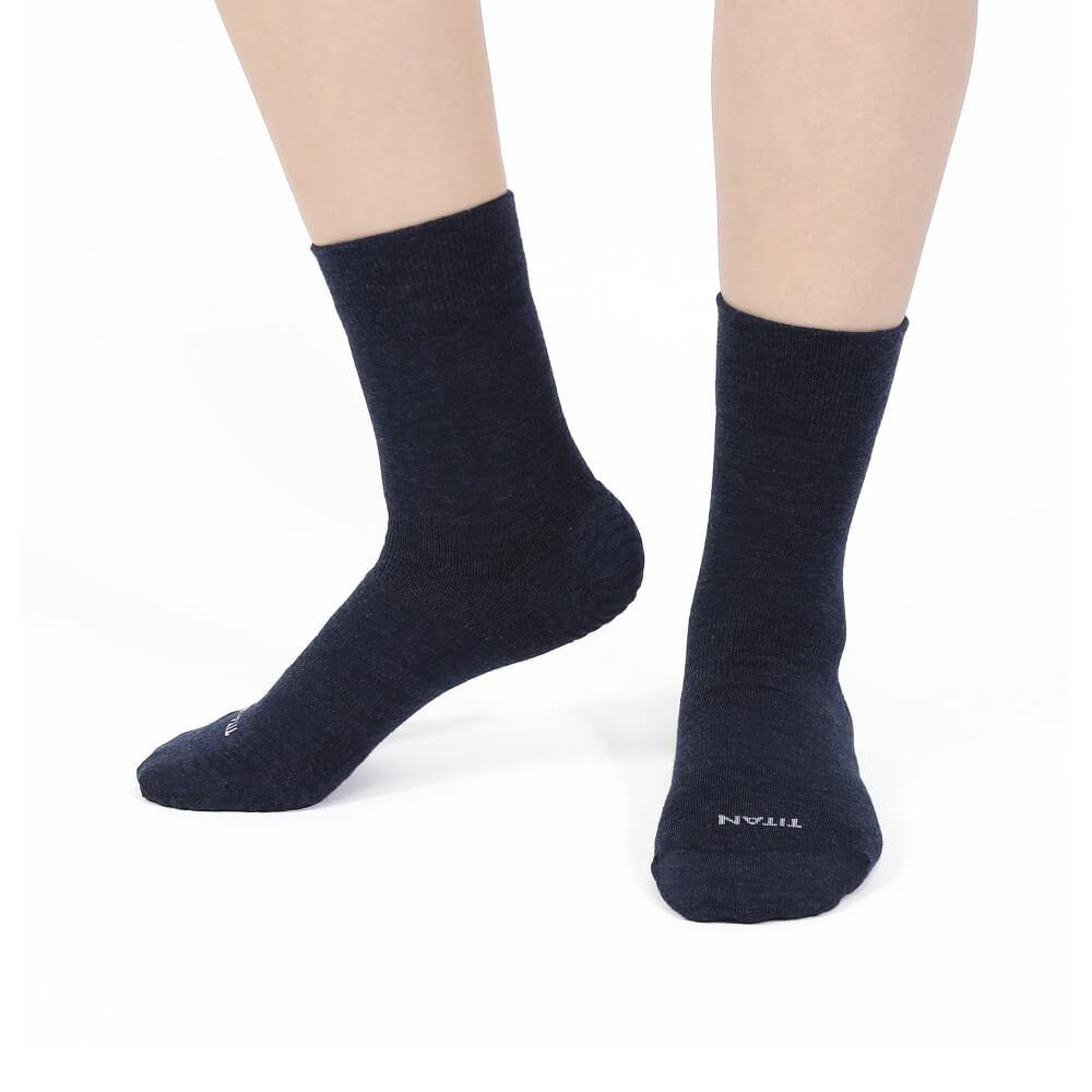 titan太肯|輕薄抗菌除臭中筒襪-藏青(3入)