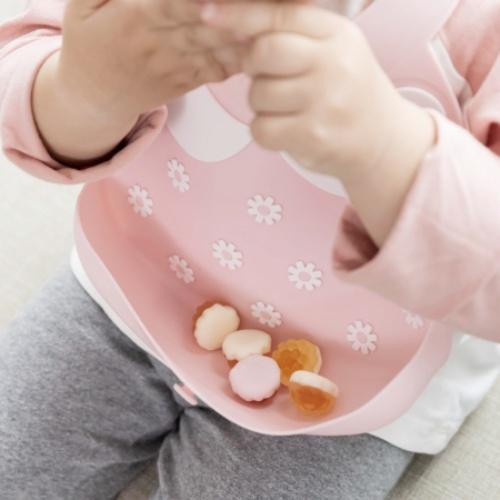 VIIDA|Joy 便攜式矽膠圍兜(療癒系) - 草莓牛奶