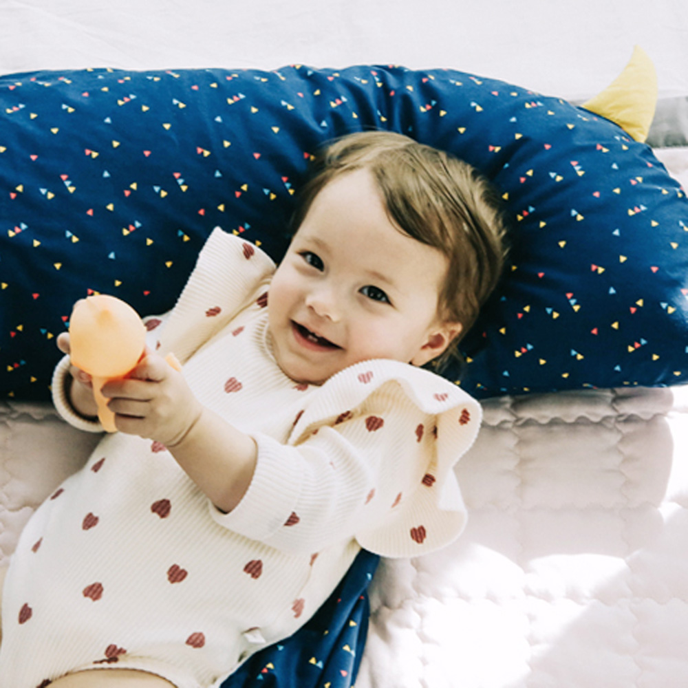 Daby|小怪獸幼兒造型枕-海軍藍繽紛三角圖騰