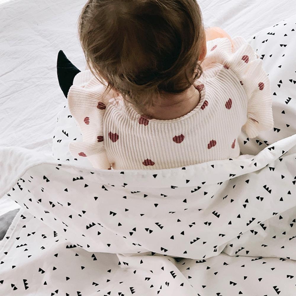 Daby|點點舒眠毯-黑白三角圖騰