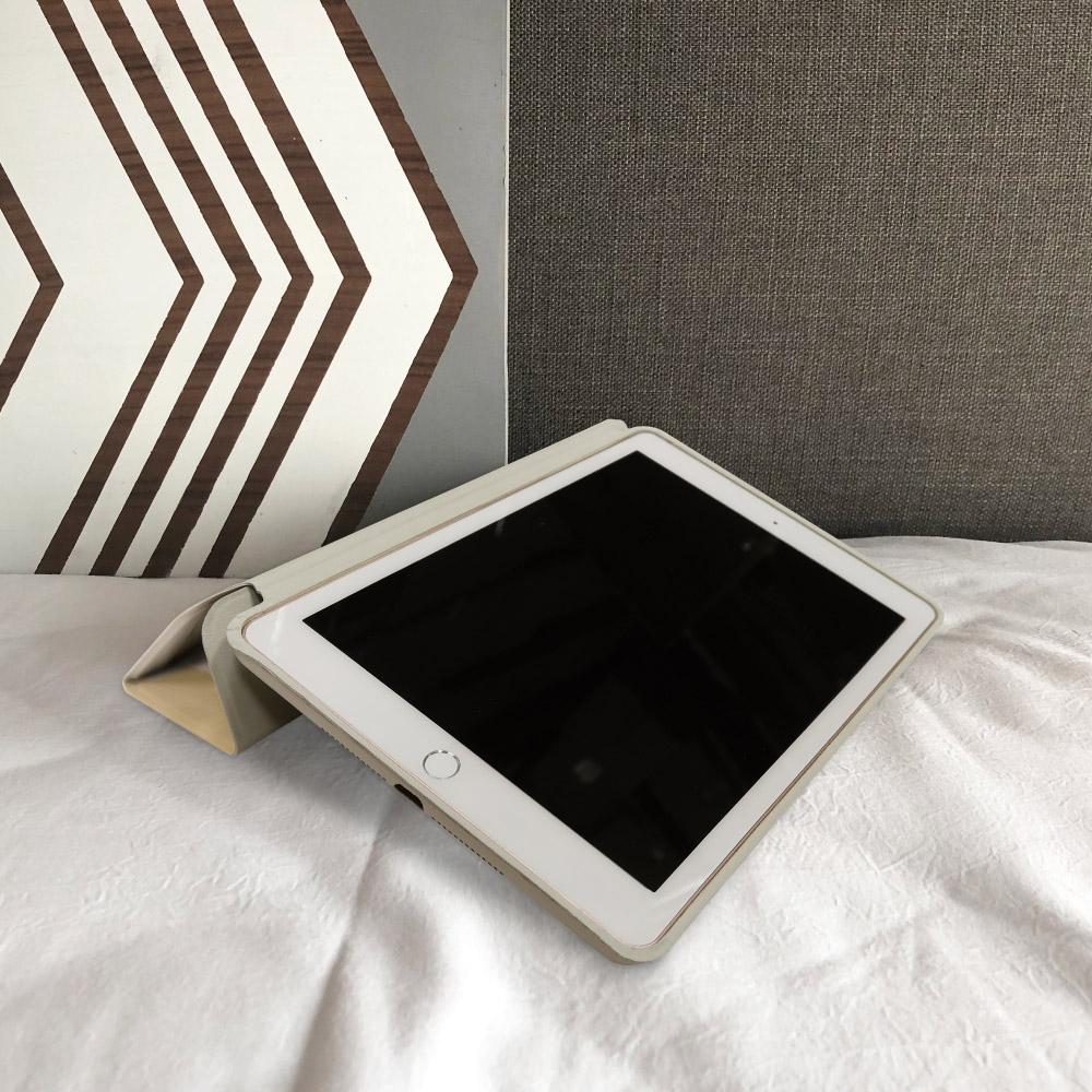 INJOY mall iPad  9.7 2017 系列 奶茶色的慵懶 Smart cover皮革平板保護套