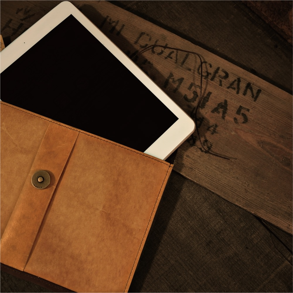 ADOLE|蠟紋布-經典 iPad mini 包