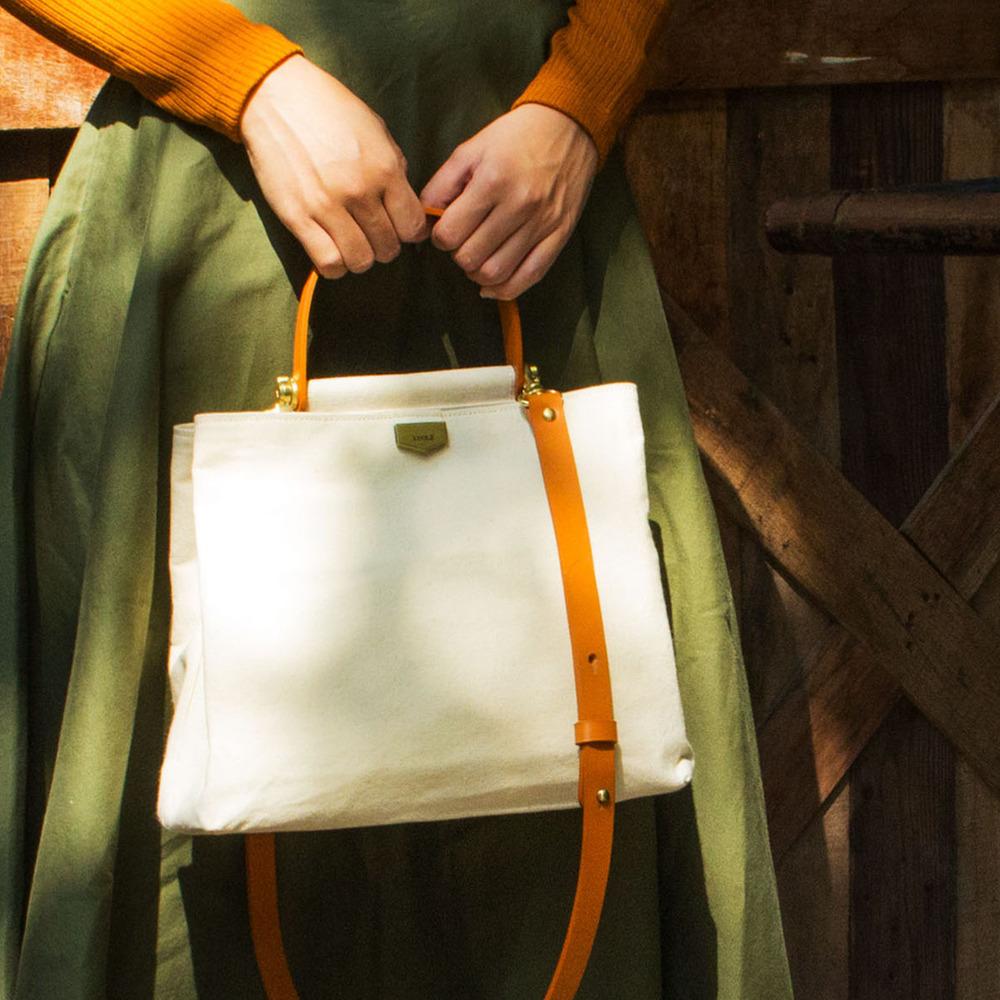 ADOLE|ADay皮革斜背包/米帆布包+棕提把