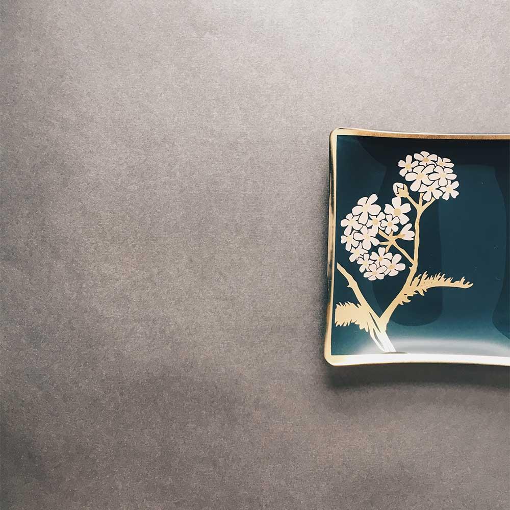 WEN PIIM   Venus Healing Gold Foil Square Plate Pink Yarrow x 維納斯的治癒方形器皿 西洋蓍草款