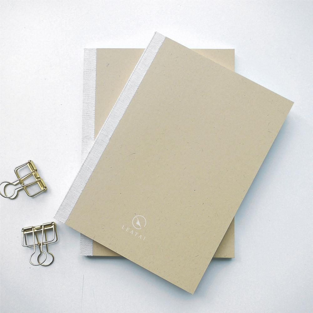 LEATAI 磊泰 窗邊寫詩 經典方格筆記本/棉花牛皮/介紙1.0-米色-2本入