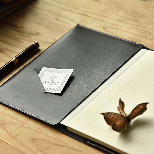 LEATAI 磊泰|純手工復古手拿包書衣 - 平裝定頁本
