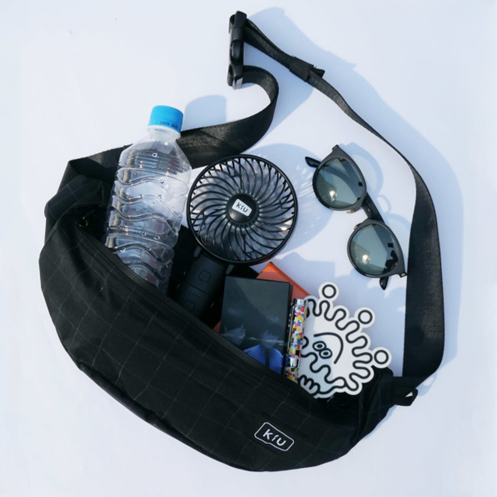 KiU|夜光格紋-黑 大容量胸腰包 防潮防潑水 (男女適用)