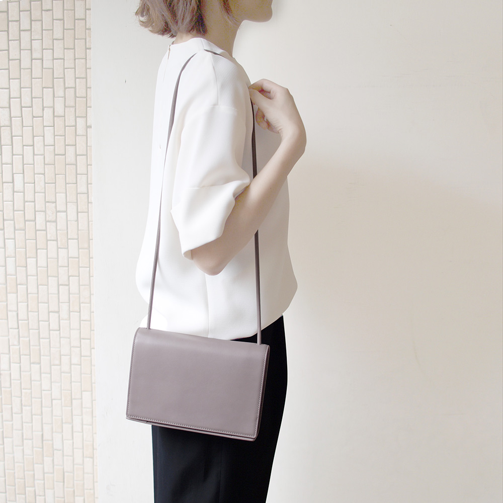 Darker Than Black Bags|Dictionary Shoulder Bag 單肩斜背包(暖灰)