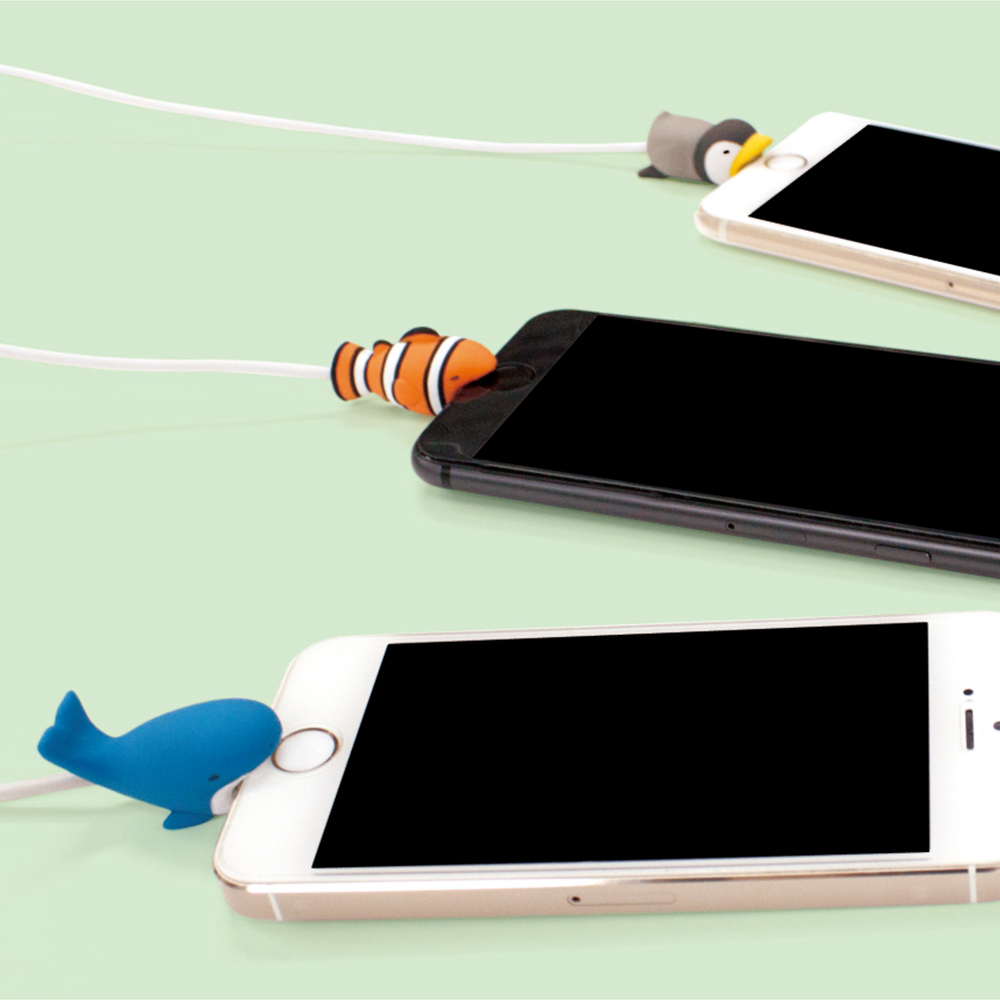 Dreams|放假海生館-iphone專用咬線器-無神小丑魚