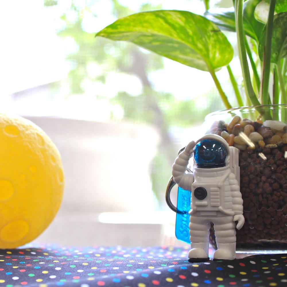 Dreams|Mr. Yupychil 太空人造型LED發光鑰匙圈 地球藍