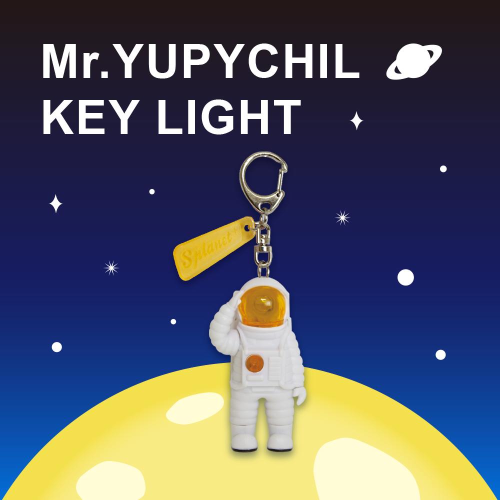 Dreams|Mr. Yupychil 太空人造型LED發光鑰匙圈 金星黃