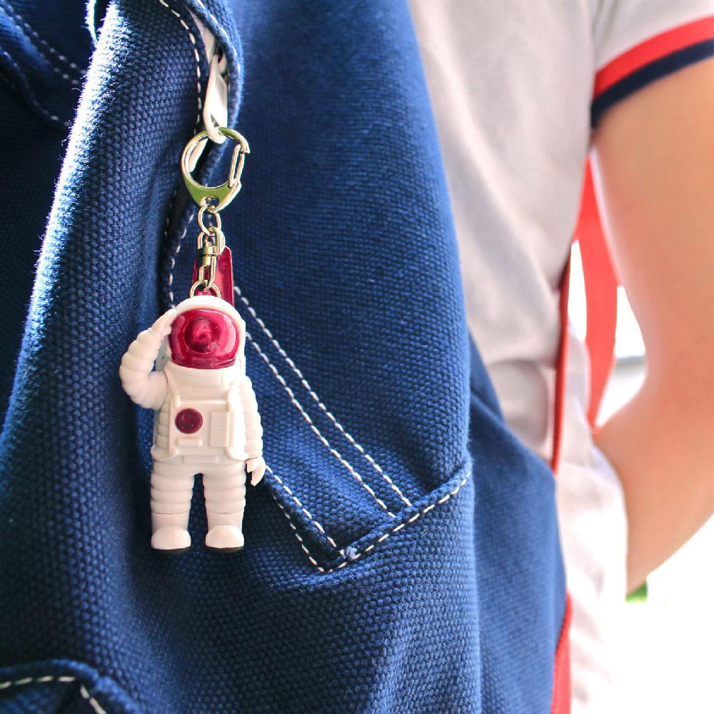 Dreams|Mr. Yupychil 太空人造型LED發光鑰匙圈 火星粉