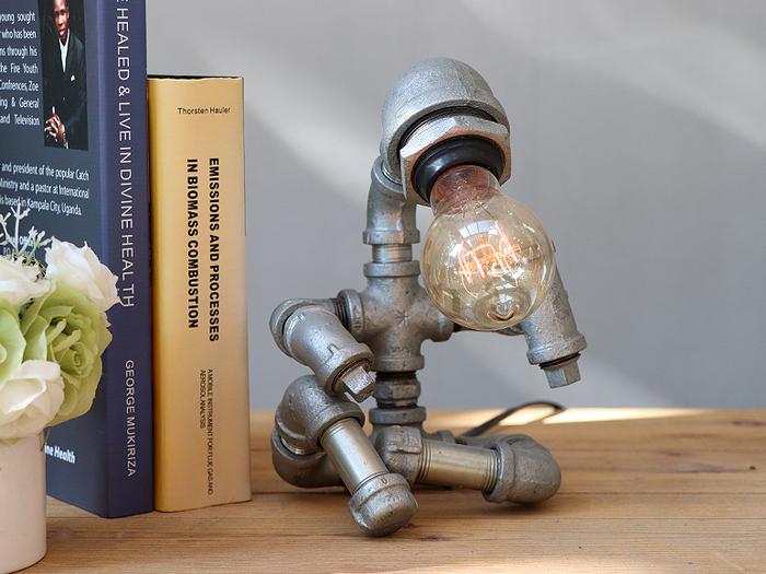 (複製)曙MUSE | 搖頭開關機器人桌燈