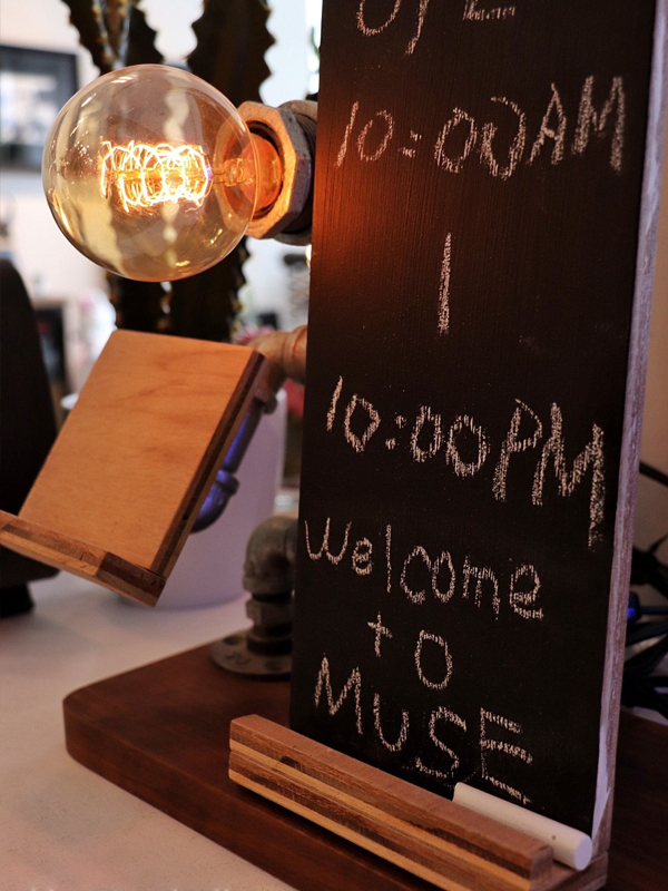 (複製)曙MUSE   木質名片展示架桌燈