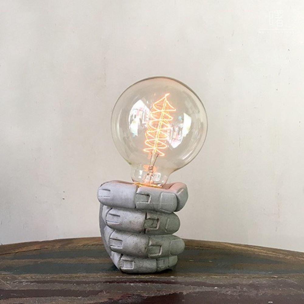 曙MUSE|握拳造型水泥桌燈