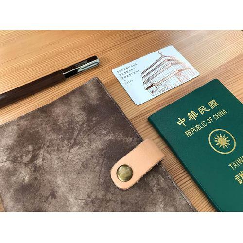 南方設計|護照萬用袋-皮革感