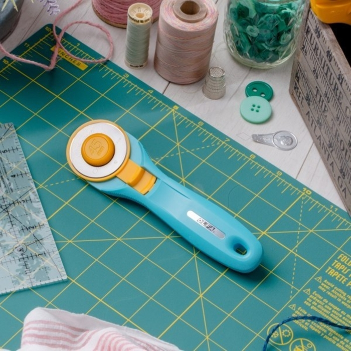日本OLFA|滾輪式45mm切割布刀拼布刀 (水藍色;RTY-2/C)