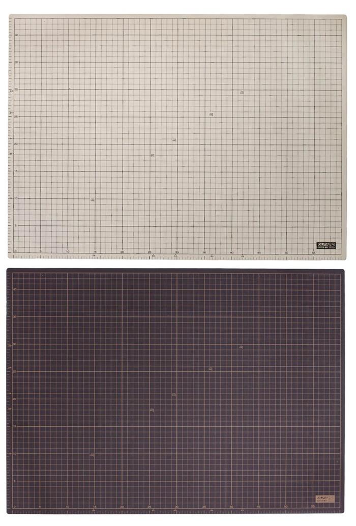日本OLFA|兩面灰褐/黑A2切割墊CM-A2桌墊裁切墊 (450×620×2mm;159B)