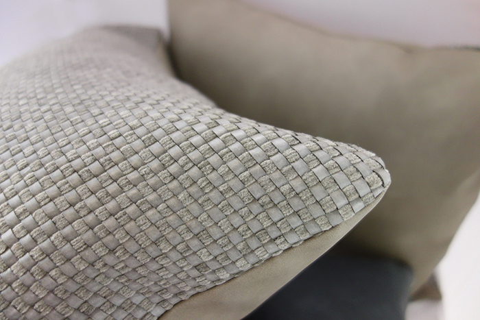 (複製)MULA DECO|編織皮抱枕 45x45cm (正面暖灰色+背面米白色)