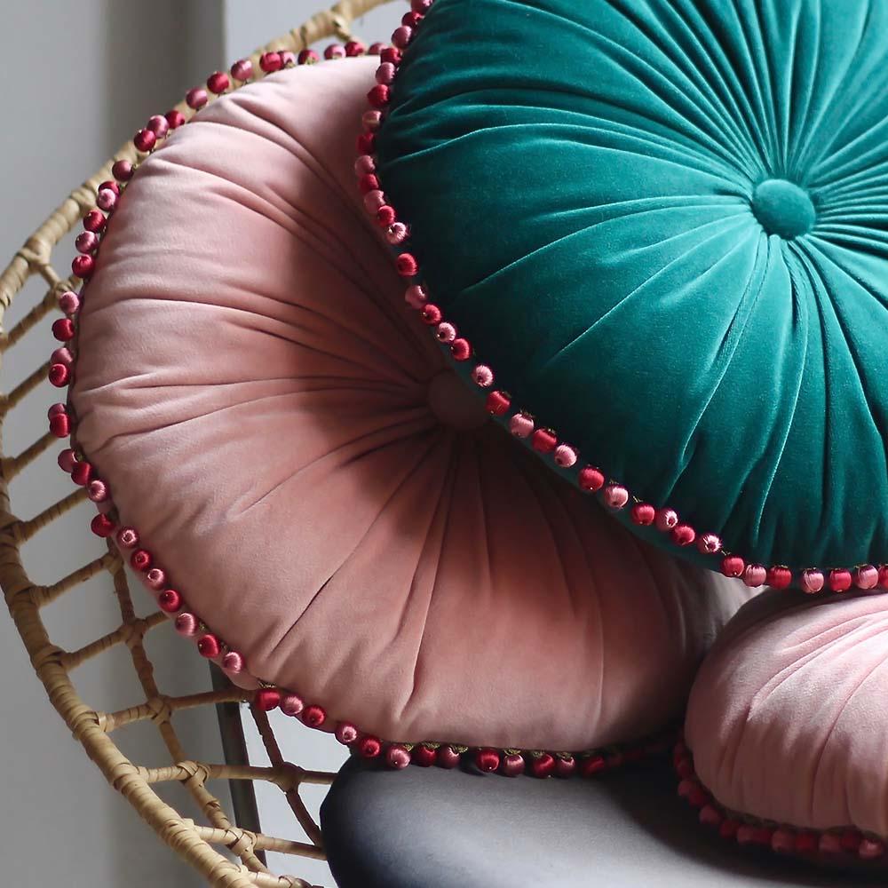 MULA DECO|繽紛球球花邊手工圓形抱枕 Ø30cm (粉紅)