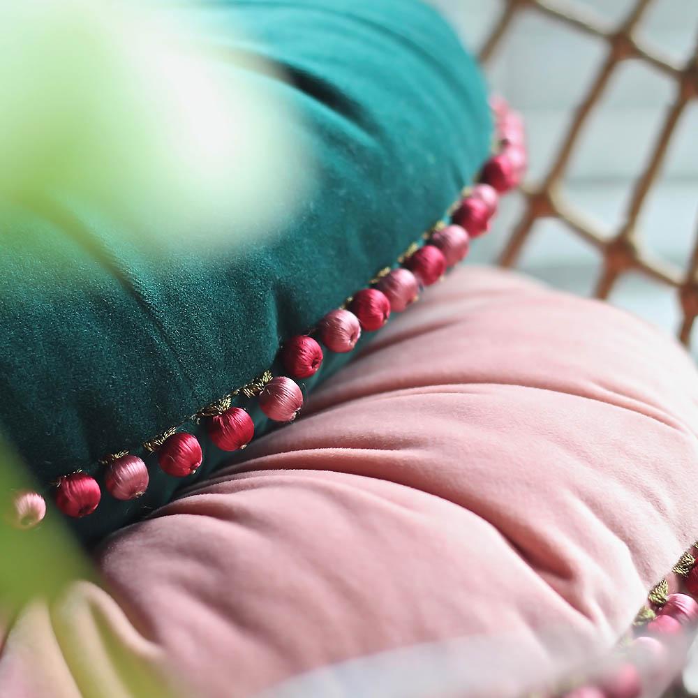 MULA DECO|繽紛球球花邊手工圓形抱枕 Ø40cm (粉紅)