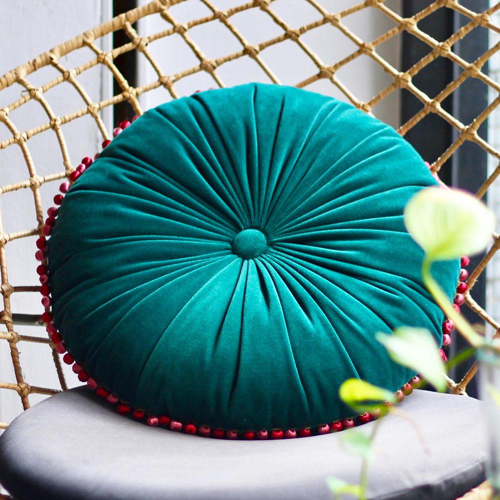 MULA DECO|繽紛球球花邊手工圓形抱枕 Ø40cm (寶綠)