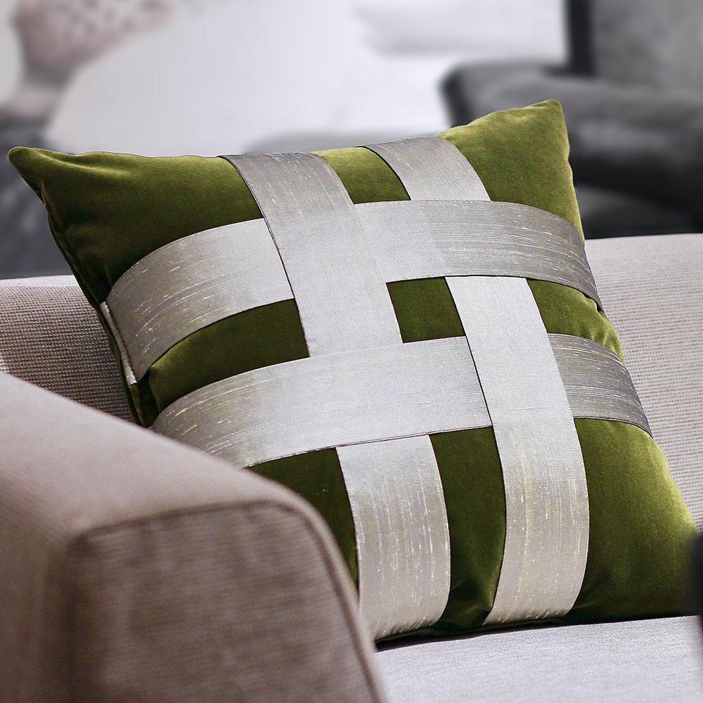 MULA DECO|井飾絲綢編織手工棉絨抱枕 50cm (橄欖綠)