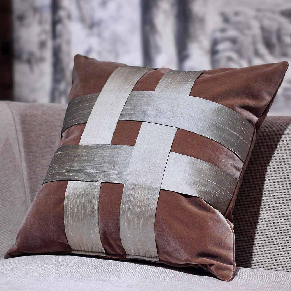 MULA DECO|井飾絲綢編織手工棉絨抱枕 50cm (暖灰色)