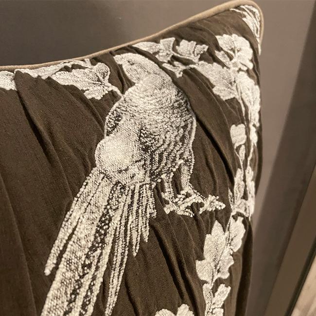 (複製)MULA DECO 井飾絲綢編織手工棉絨抱枕 50cm (橄欖綠)