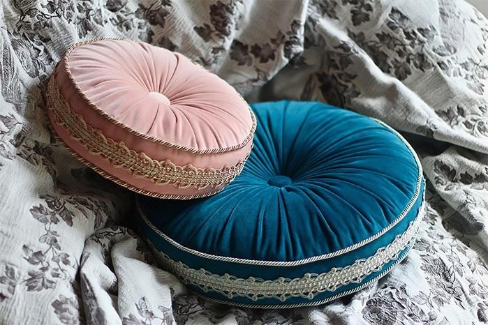 MULA DECO|馬卡龍法式滾邊手工圓形抱枕 Ø28cm (藍綠)