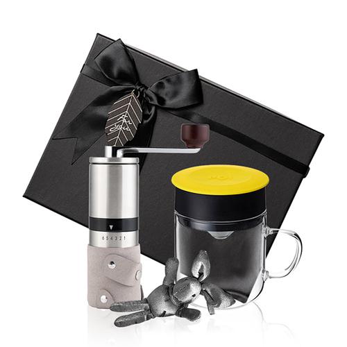 PO:Selected 丹麥手沖咖啡禮盒組(手動不鏽鋼咖啡磨2.0/咖啡玻璃杯240ml-黃)