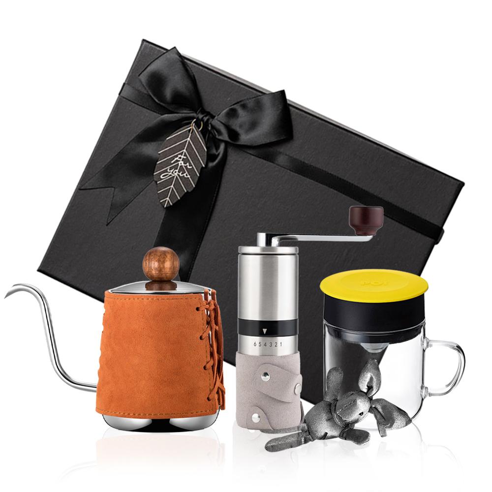 PO:Selected 丹麥手沖咖啡三件禮盒組(咖啡壺-駝/玻璃杯240ml-黃/咖啡磨2.0)