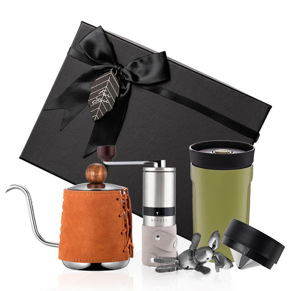 PO:Selected 丹麥手沖咖啡三件禮盒組(咖啡壺-駝/隨行保溫咖啡杯-綠/咖啡磨2.0)