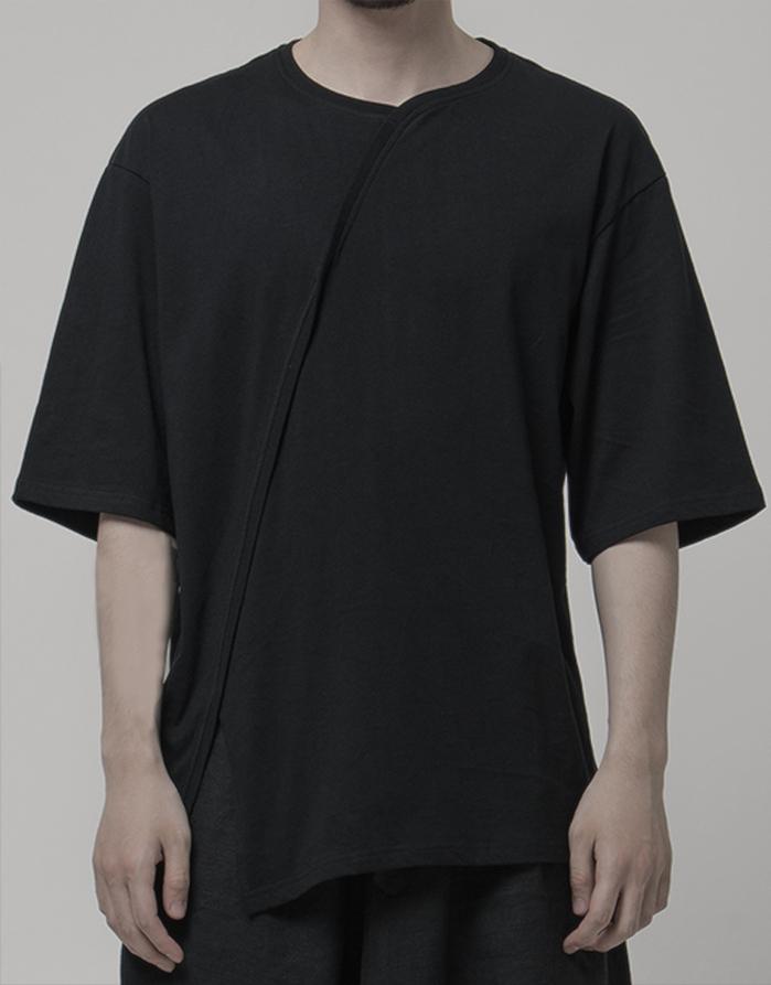 RANDOM|Oblique Opening T-Shirt (黑/白)
