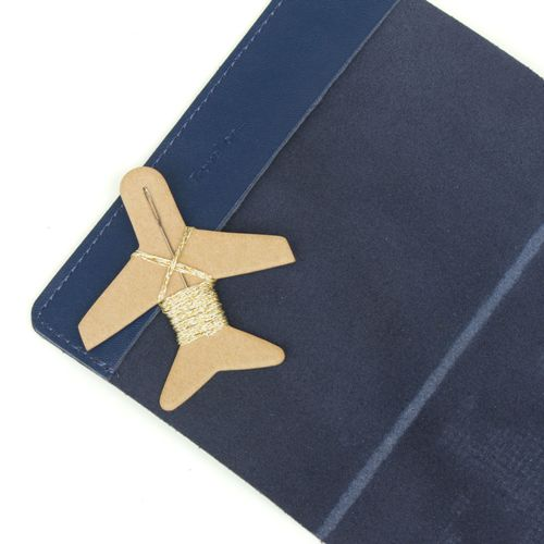 Chasing Threads|個人專屬 真皮地圖護照套 (海軍藍)