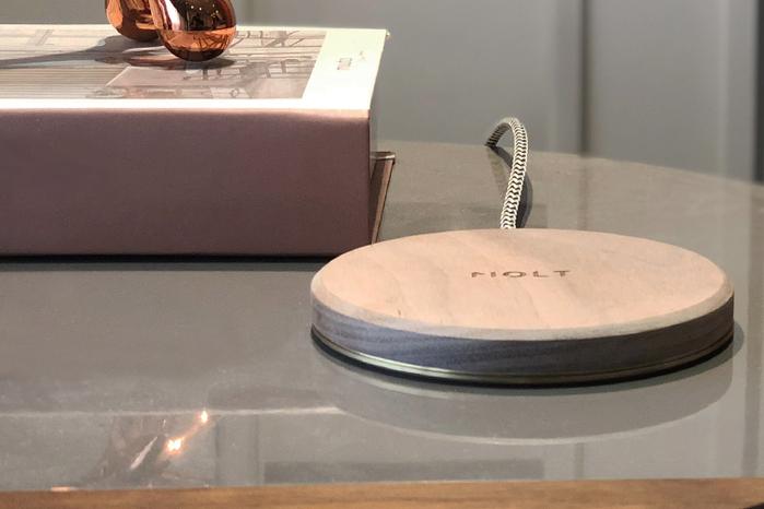 MOLT|Aira 胡桃實木15W無線充電器