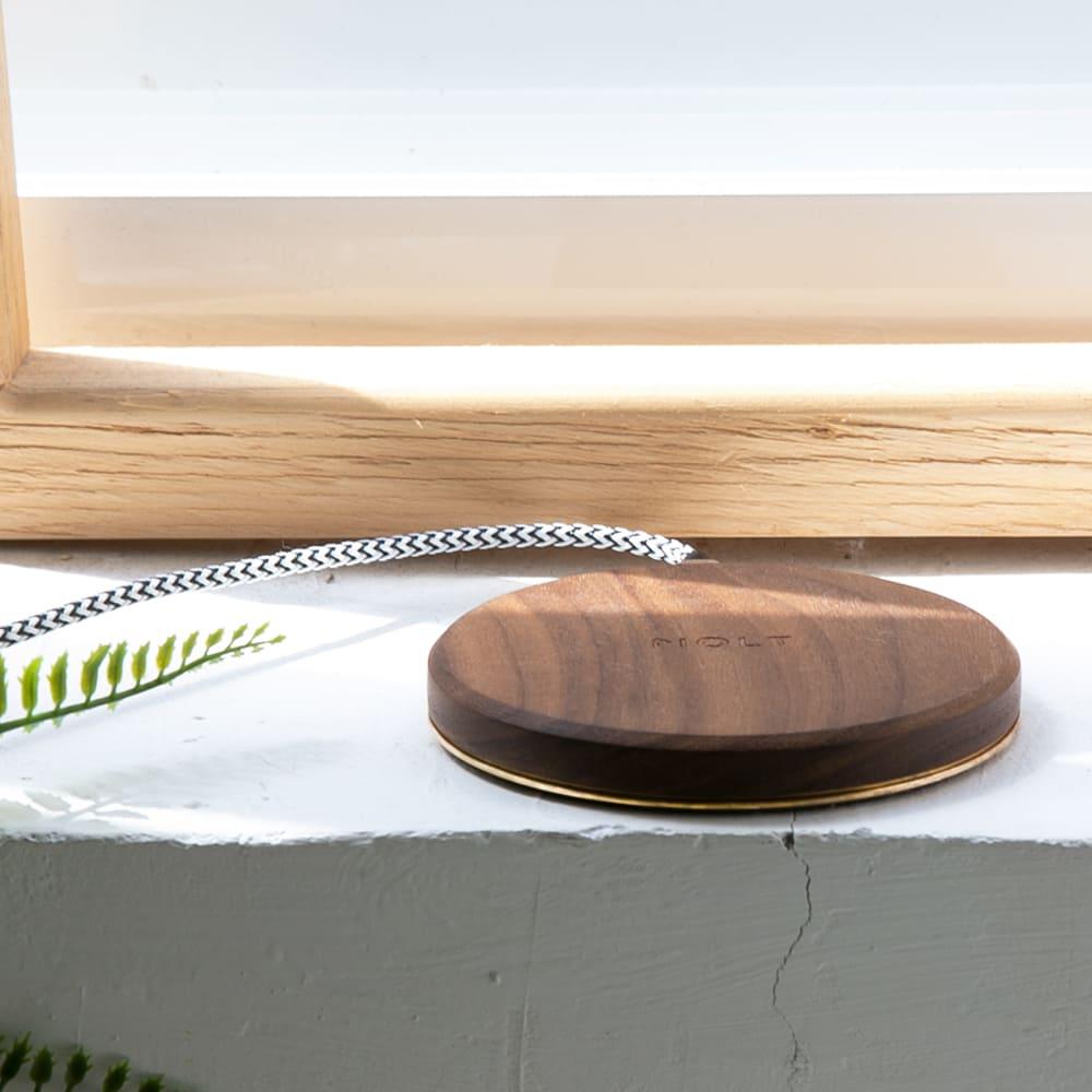 MOLT Aira 胡桃實木黃銅散熱15W無線充電器(台灣製造,內附USB-C編織線+QC3.0變壓器)